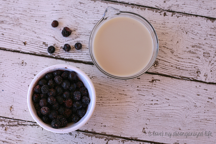 Black and Blue Berry Vanilla Protein Smoothie for a quick and nutritious breakfast on the go #smoothie #easybreakfast