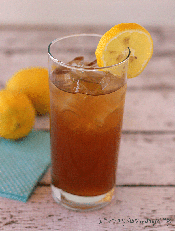 Dirty Arnold Palmer cocktail - A refreshing alcoholic twist on the famous golfer's favorite drink | {i love} my disorganized life