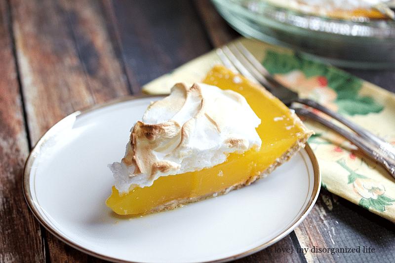 Lemon meringue pie with graham cracker crust for Lemon meringue pie with graham cracker crust