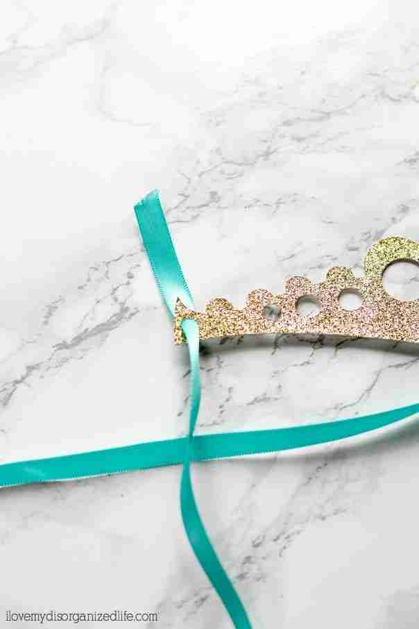 Wearing a Gold Glitter Crownis the perfect way to make everyone at your party feel special! With no glueing or sewing, it's a great party favor!